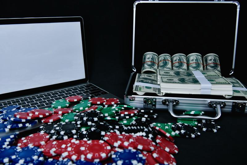 ドル紙幣とチップ